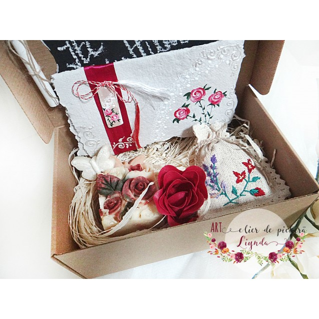 """Cutie cadou """"Iti multumesc"""" trandafiri"""