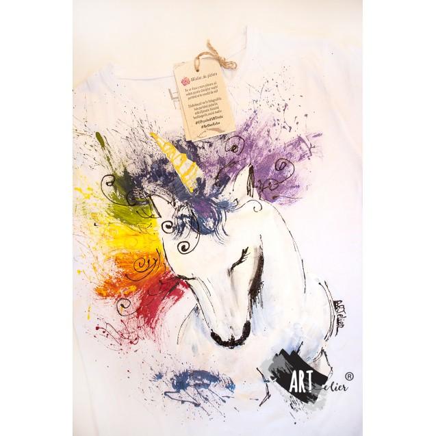 Handpainted T-shirt Rainbow Unicorn