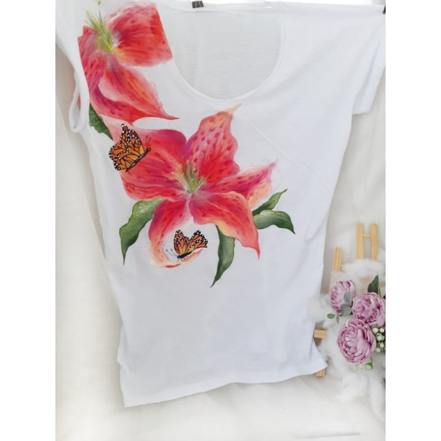 Handpainted T-shirt Beauty of a Lily